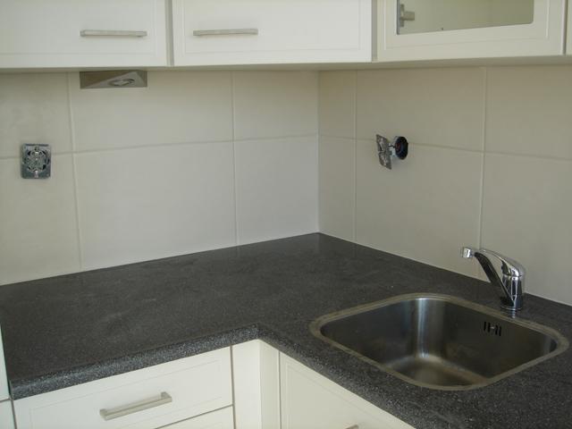 Impressie keukentegels tegelzetwerken - Keuken met cement tegels ...